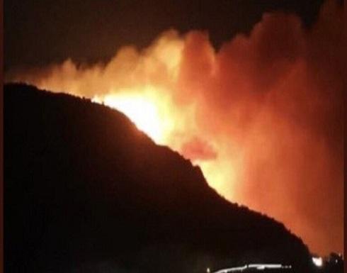 بالفيديو : حريق في منطقة وعرة بجبل غلامة بالسعودية