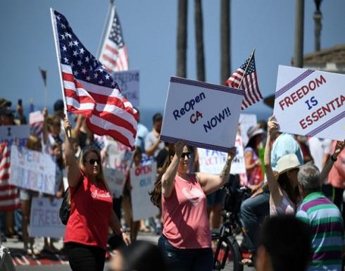 المئات يتظاهرون ضد الإغلاق الشامل بسبب كورونا في كاليفورنيا الأمريكية .. بالفيديو