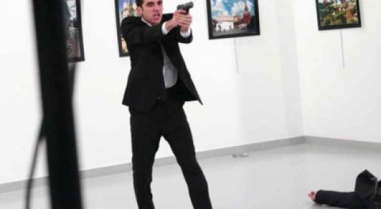 صورة قاتل السفير الروسي في تركيا تفوز بجائزة 'صورة العام'