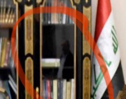 """صورة تغضب العراق..ماذا يفعل """"مهندس القمع"""" بمكتب الرئيس؟"""