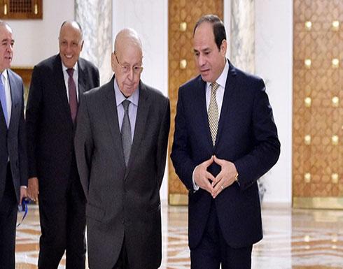 السيسي يناقش مع الرئيس الجزائري المؤقت العلاقات الثنائية.. ويتمنى الفوز لمنتخب الجزائر