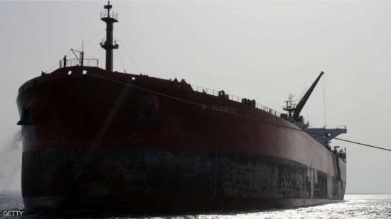 """النفط يرتفع 2 بالمائة بفعل """"عودة التوازن"""" إلى السوق"""