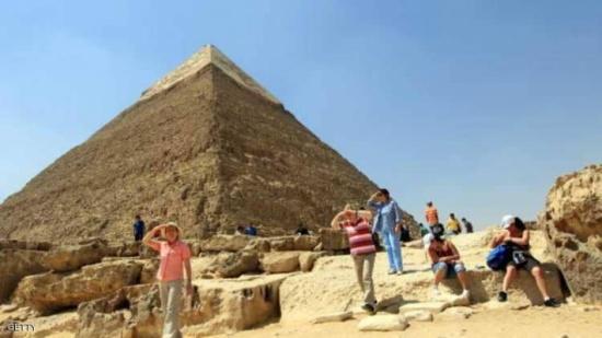 عائدات السياحة المصرية تقفز 124 بالمئة