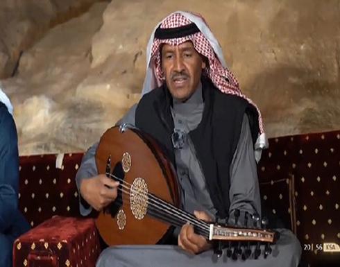 خالد عبدالرحمن يغني تشبهت بالقمر  ليلًا مع ضيوفه بالعلا .. فيديو