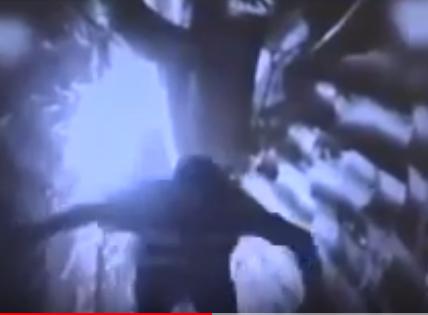 شاهد..  روبوتا إسرائيليا يطلق نار على عنصر حزب الله في نفق