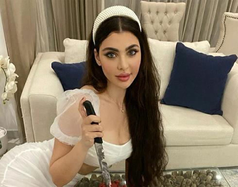 """صور : اللبنانية """"قمر"""" تبرز أنوثتها بفستان قصير في احدث جلسة تصوير"""