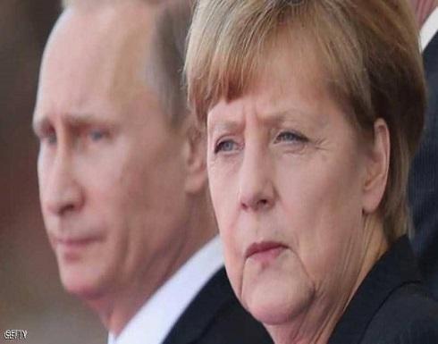 ميركل تحث بوتن على تقليص الحشد العكسري قرب أوكرانيا
