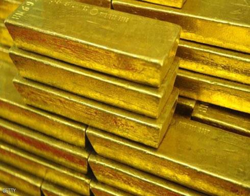 الذهب يسجل مكاسب طفيفة مع تراجع الدولار