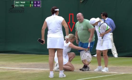 لاعبة تنس تُلبس رجل 'تنورة' في الملعب أمام الجميع!