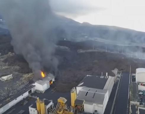 شاهد : حمم بركان لا بالما تبتلع مصنعا للإسمنت