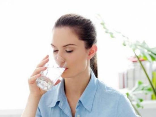 """نتائج مذهلة في علاج الأمراض بـ """"الماء الساخن""""!"""