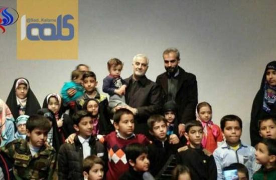 سليماني بعد خامنئي يستقبل أهالي قتلى حرب سوريا (صور)