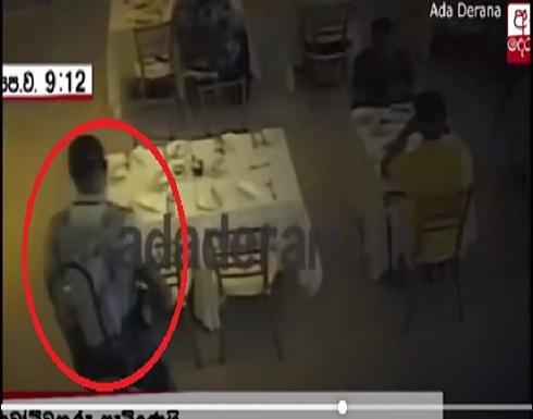 """بخطوات """"متثاقلة"""".. فيديو يظهر """"تردد"""" أحد انتحاريي سريلانكا"""