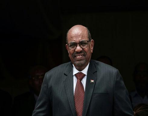 السودان يخفض قيمة عملته في شكل كبير مع استمرار الازمة الاقتصادية