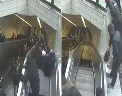 لحظة اختفاء رجل فى محطة مترو بتركيا.. ابتلعته حفرة.. فيديو