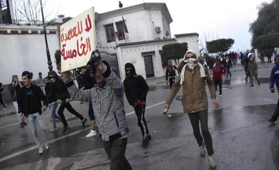 الجزائر..تجدد المظاهرات وبوتفليقة يتجاهل المطالب برسالة