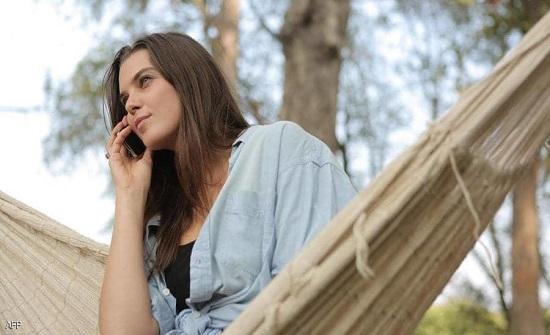 دراسة تكشف السر في جاذبية صوت المرأة