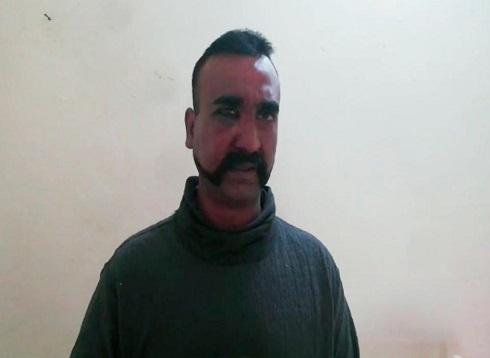 باكستان تسلم الطيار الهندي لبلاده