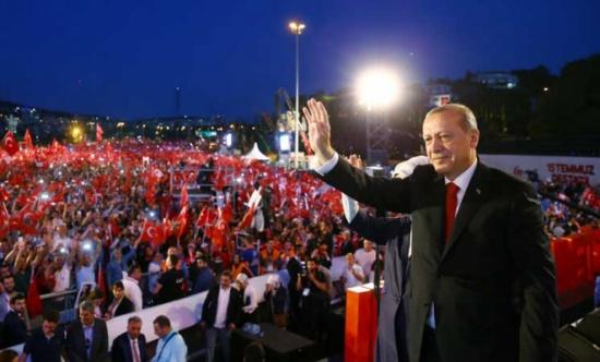 أردوغان يفاجئ مستخدمي الهاتف المحمول برسالة صوتية