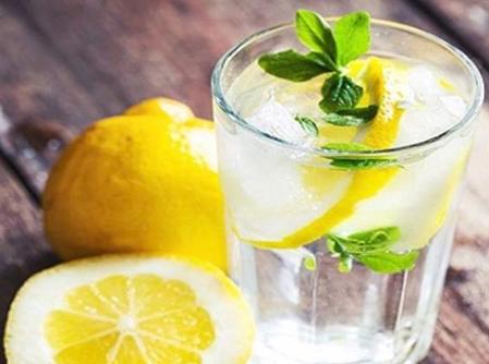 تعرّفوا إلى فوائد شرب الماء مع الحامض!