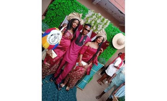 شاهد. .نيجيريا : يتزوج من شقيقتين توأم والسبب غريب!