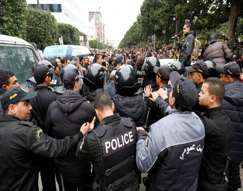 تونس تنشر الجيش في عدة مدن وتعتقل المزيد مع تصاعد حدة الاحتجاجات العنيفة