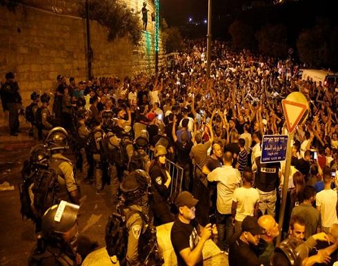 شاهد : الاحتلال يعتدي على مصلين قرب باب الأسباط بالأقصى