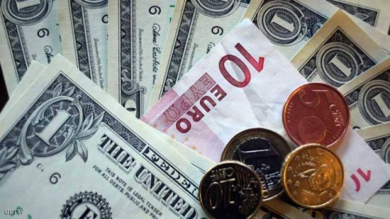 الدولار يسجل أسوأ هبوط أسبوعي منذ يونيو