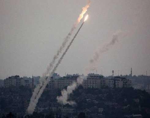 مقتل إسرائيليين اثنين وإصابة 20 بصواريخ أطلقت من غزة على النقب .. بالفيديو