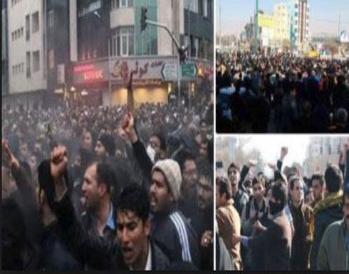 احتجاجات ومواجهات في عشرات المدن الإيرانية وإحراق صور خامنئي