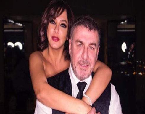 بالفيديو .. وائل رمضان يفاجئ سلافة فواخرجي بقبلة في البث المباشر