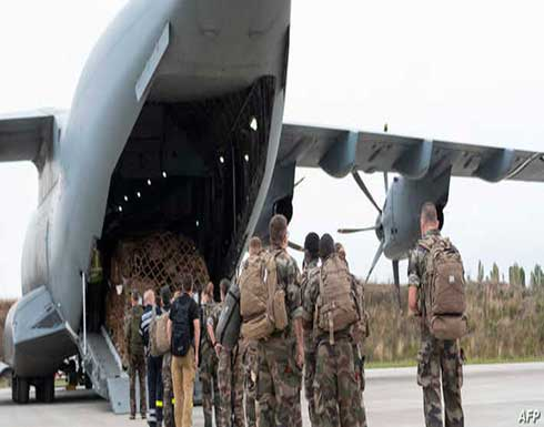 أول طائرة تنقل فرنسيين تم إجلاؤهم من أفغانستان تهبط في أبوظبي