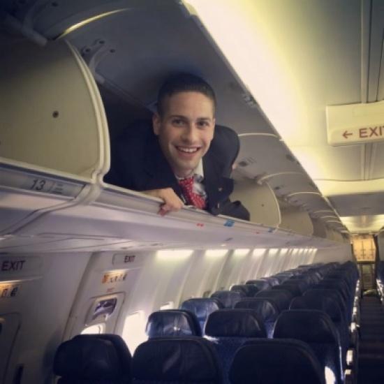 مضيفٌ غاضب يقدم 12 عادة عليك تجنبها أثناء السفر بالطائرة