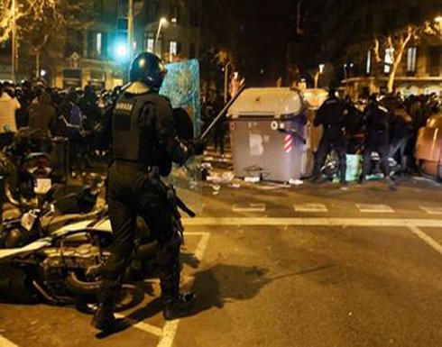 شاهد : احتجاجات اسبانيا تخللتها أعمال شغب احتجاجا على سجن مغني راب