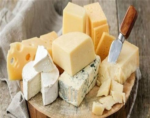 لهذه الأسباب.. احذروا تناول الجبن بكثرة