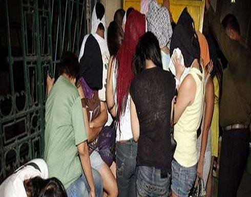 """مصر : """"شات إباحي وصور عارية"""".. القصة الكاملة لضبط 40 فتاة بتهمة الدعارة"""