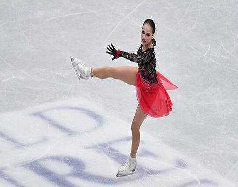 """بالفيديو.. """"الجميلة النائمة"""" زاغيتوفا تؤدي رقصة إيقاعية رائعة مع شقيقتها"""
