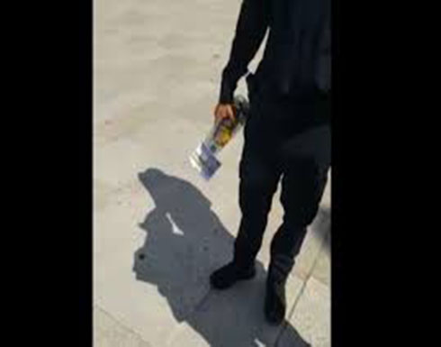 ضابط الاحتلال يدخل زجاجة خمر الى الأقصى