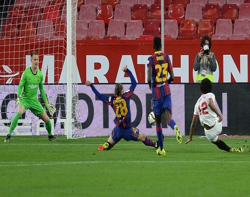 إشبيلية يضع قدما في نهائي كأس إسبانيا بثنائية في شباك برشلونة (فيديو)