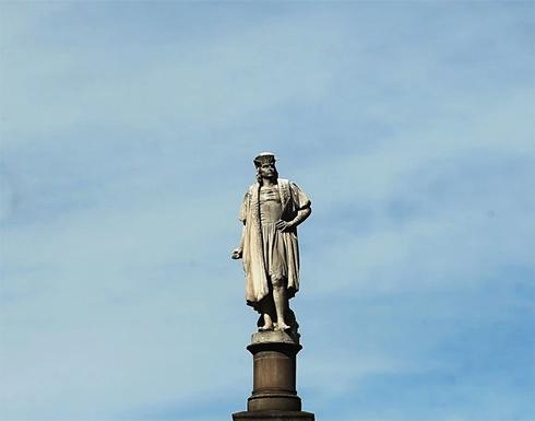 شاهد : إزالة تماثيل كريستوفر كولومبوس