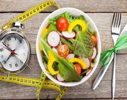 ما علاقة موعد تناول الوجبات بتراكم الدهون بالجسم؟