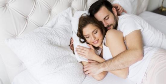 كيف يؤثر النوم الكافي على سعادتك الزوجية؟