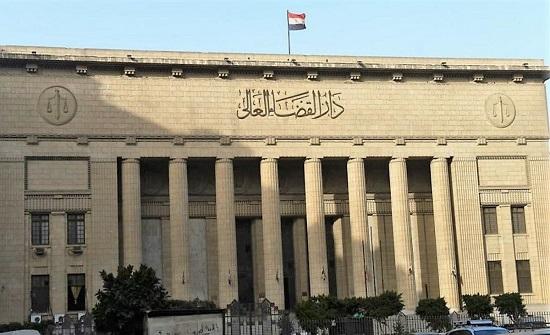 الإعدام شنقا لقاتل زوجته وأبنائه الـ4 أثناء نومهم في مصر