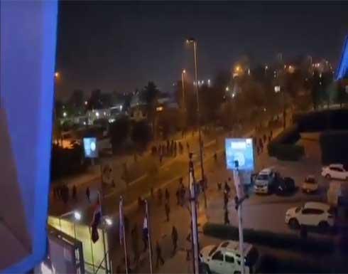 شاهد : صدامات بين عناصر الحشد الشعبي والقوات الأمنية في بغداد