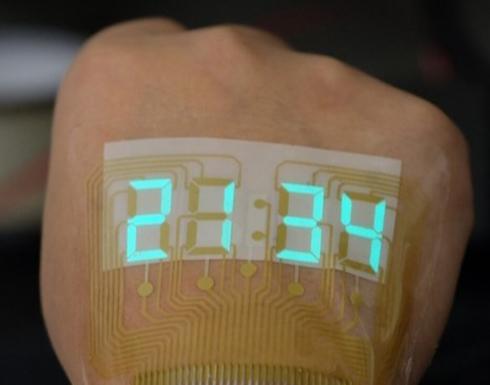 علماء يطورون شاشة عرض ثورية يمكن لصقها على اليد