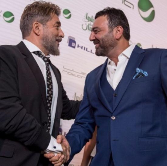 """بالفيديو – عابد فهد وسامر المصري يشكلان """"فرقة فنية""""… والجمهور يصفق"""