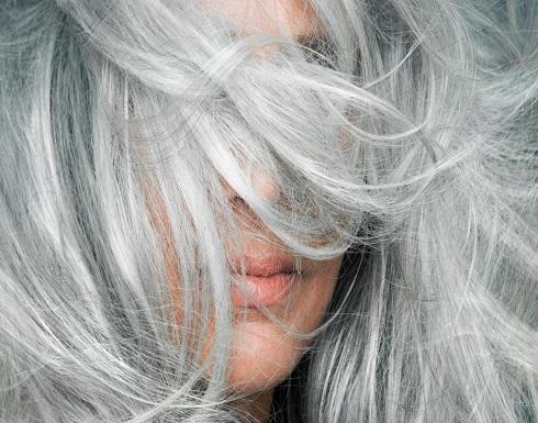 علاجات طبيعية لتحويل شعرك الرمادي إلى الأسود