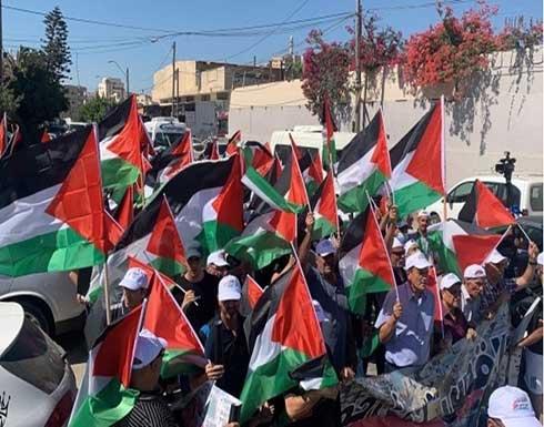 مسيرة أعلام فلسطينية بأم الفحم بالداخل المحتل .. بالفيديو