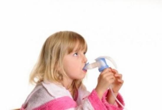 إليك هذا النظام الغذائي البسيط لحماية طفلك من الربو!