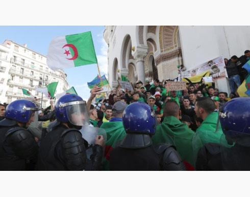 مظاهرات مليونية في شوارع الجزائر في الجمعة الثامنة على التوالي